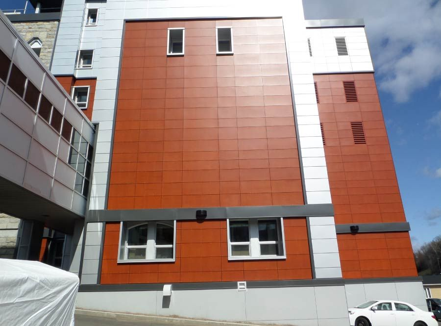 Large wall with terracotta cladding - Prodema